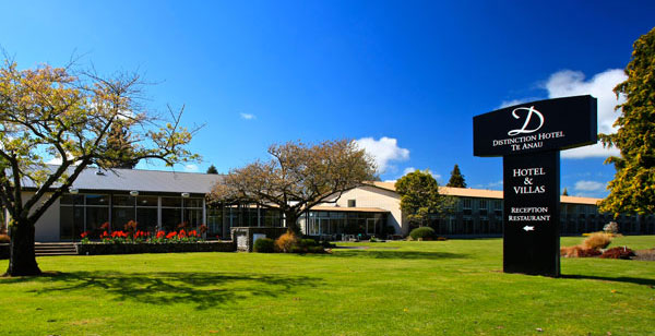 Welcome to distinction hotels villas te anau nz for Distinctive villas